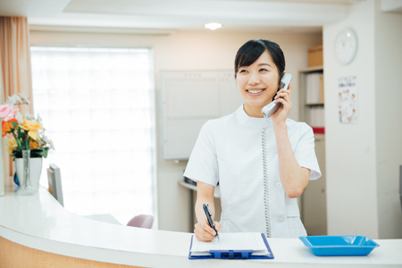 受付、電話受付、窓口業務の専任から解放される転送電話システム